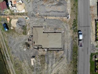 Deska z ptačí perspektivy po vylití třetího mixu (v něm už bylo jen 2m3 betonu a nepoužilo se vše)