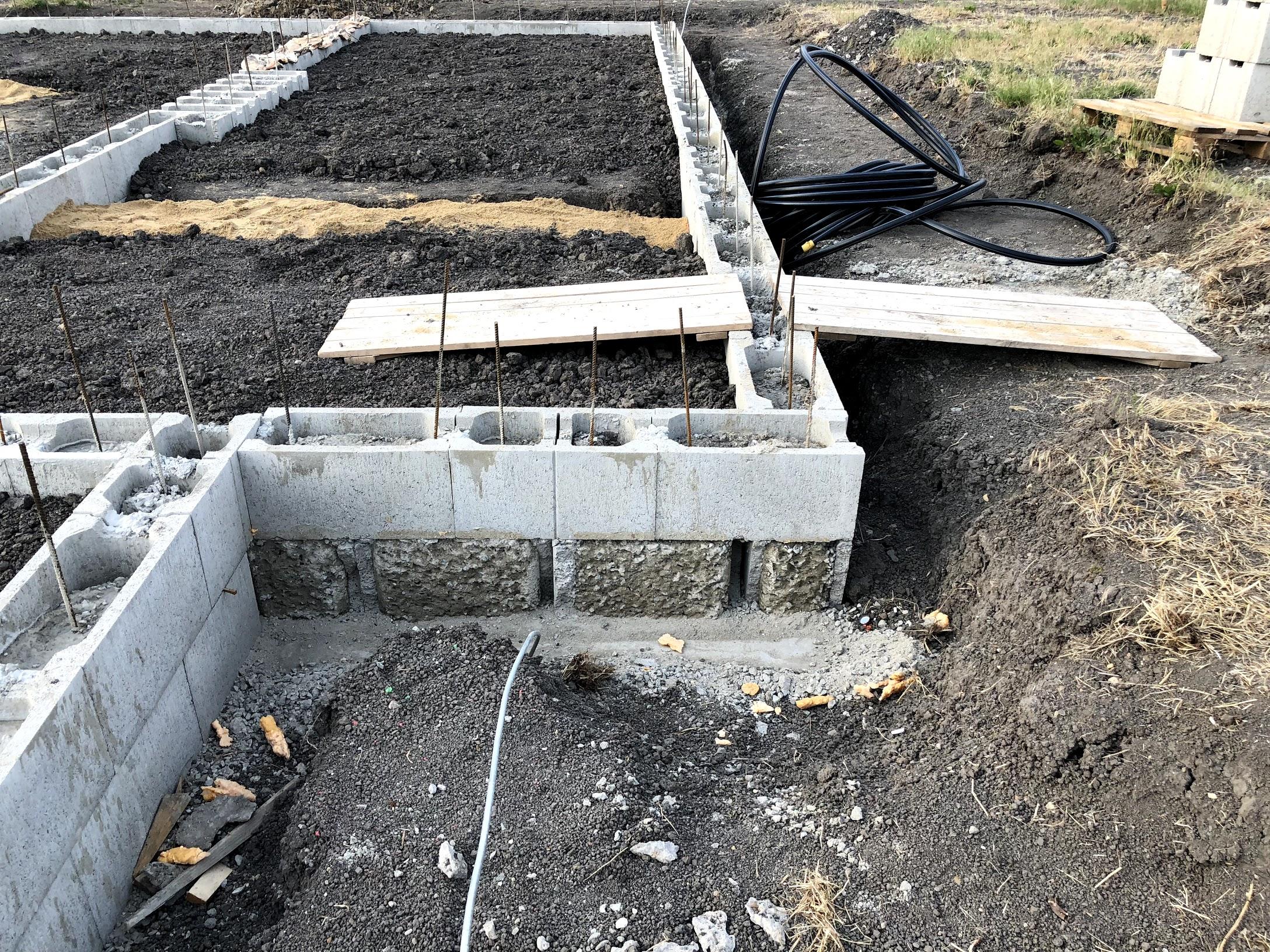 Odseknutá hrana ZB po provedené opravě aby byla stěna v rovině